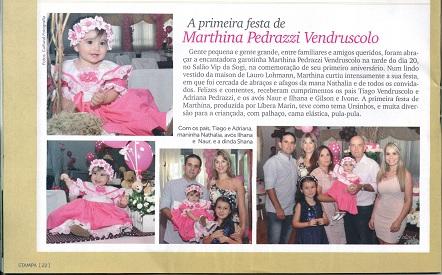 7ccd4b925 Já a Revista Agitus, edição 8 Ano 3, colocou os créditos certos a Maison  Poison no vestido feito para os 15 anos de Maria Eduarda Dembogurski.